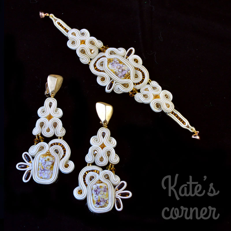 Beige jewellery set