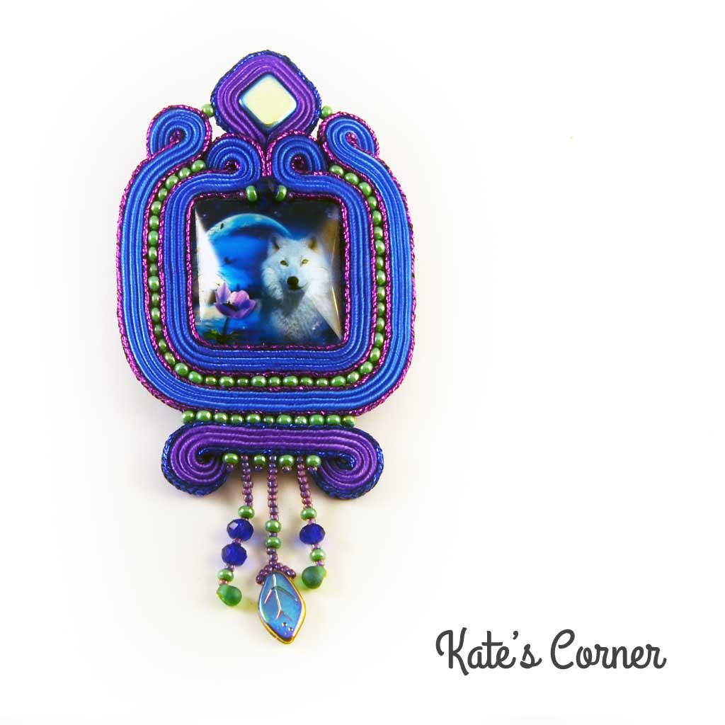 Blue-purple pendant with wolf