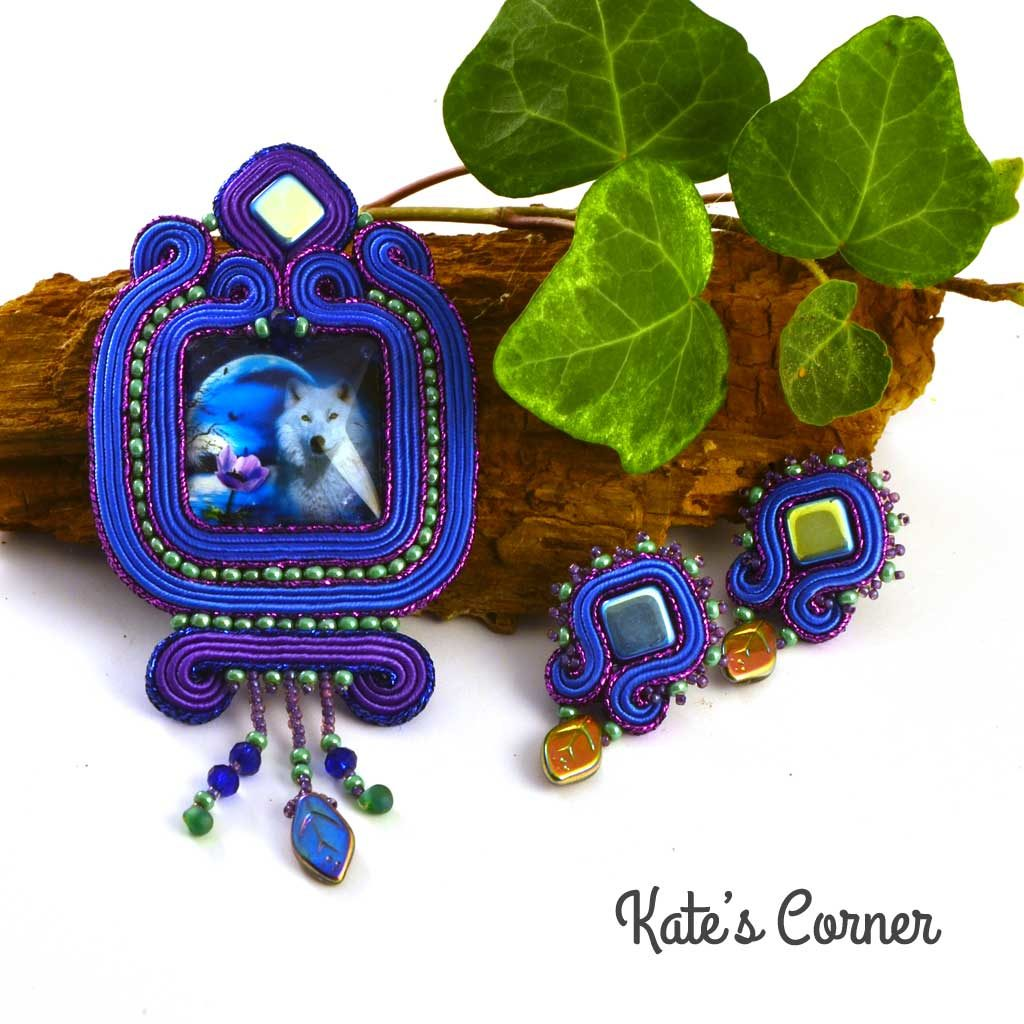 Blue-purple pendant and earrings wolf set
